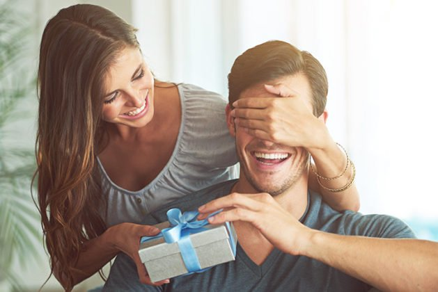 6 Best 1st Anniversary Gift Ideas for your better half!