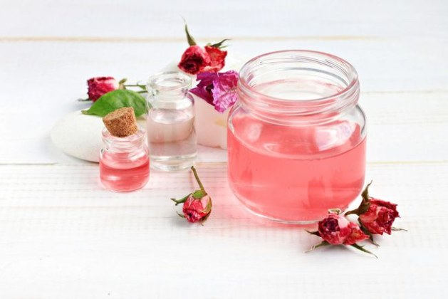 Incredible Health Benefits & Uses of Rose Water