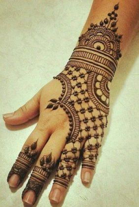 Lace pattern of mehndi