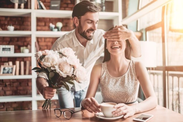 Amazing gift ideas for your wife to make your first wedding anniversary special