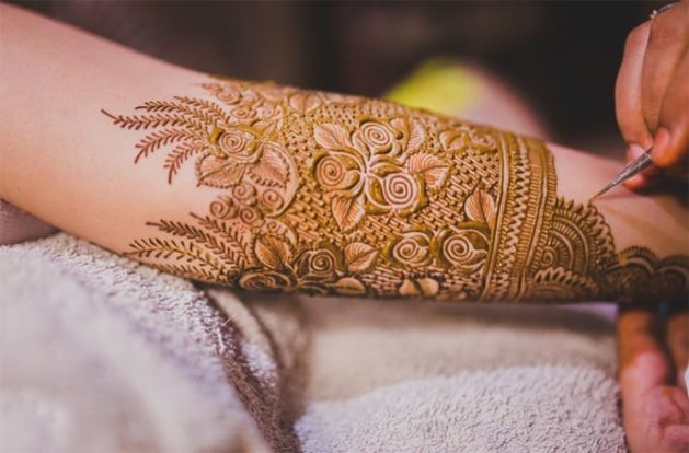 Ever-Green Rose Pattern Mehndi Design