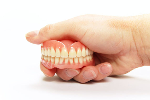 2 Methods of Fixing Loose Dentures at Home